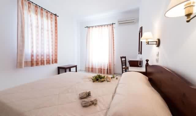 master-bedroom-family-apartments-paros